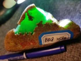 冰种翡翠原石皮壳有什么特征?