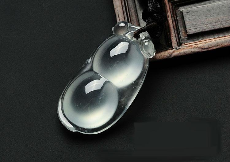 玻璃种强荧光缅甸翡翠四季豆挂件