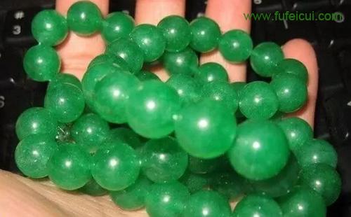满绿翡翠项链一月变白,3万元打水漂