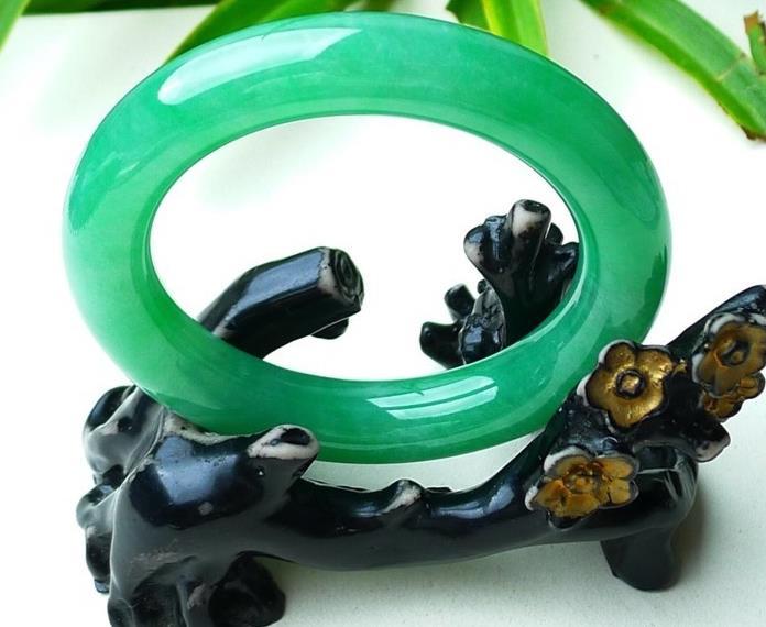 翡翠的绿是由什么元素形成?怎么形成的?